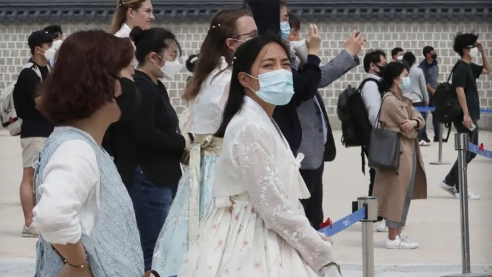 Hàn Quốc chuẩn bị thắt chặt hạn chế đối phó làn sóng lây nhiễm Covid-19 thứ 3