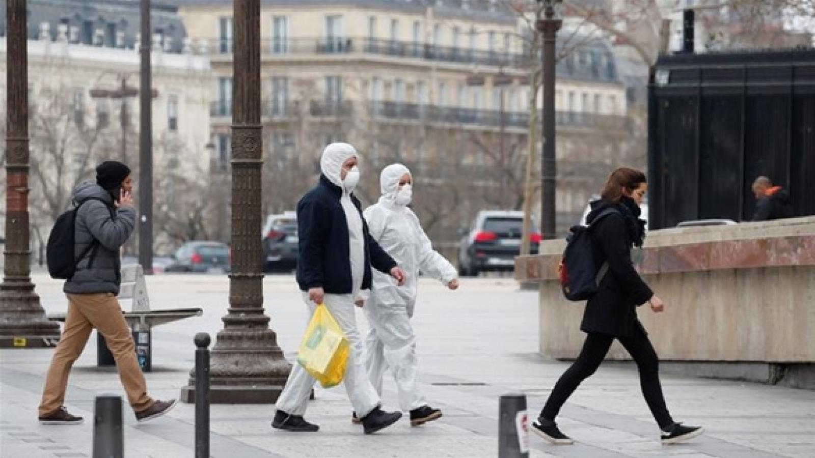 Pháp oằn mình trước sự khốc liệt của làn sóng Covid-19 thứ hai