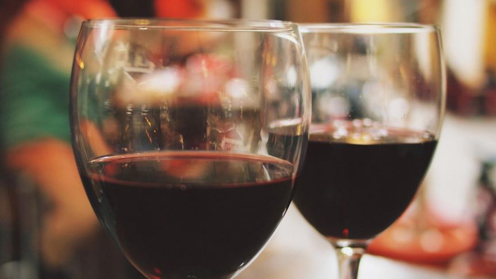 Trung Quốc đánh thuế nhập khẩu với rượu vang Australia