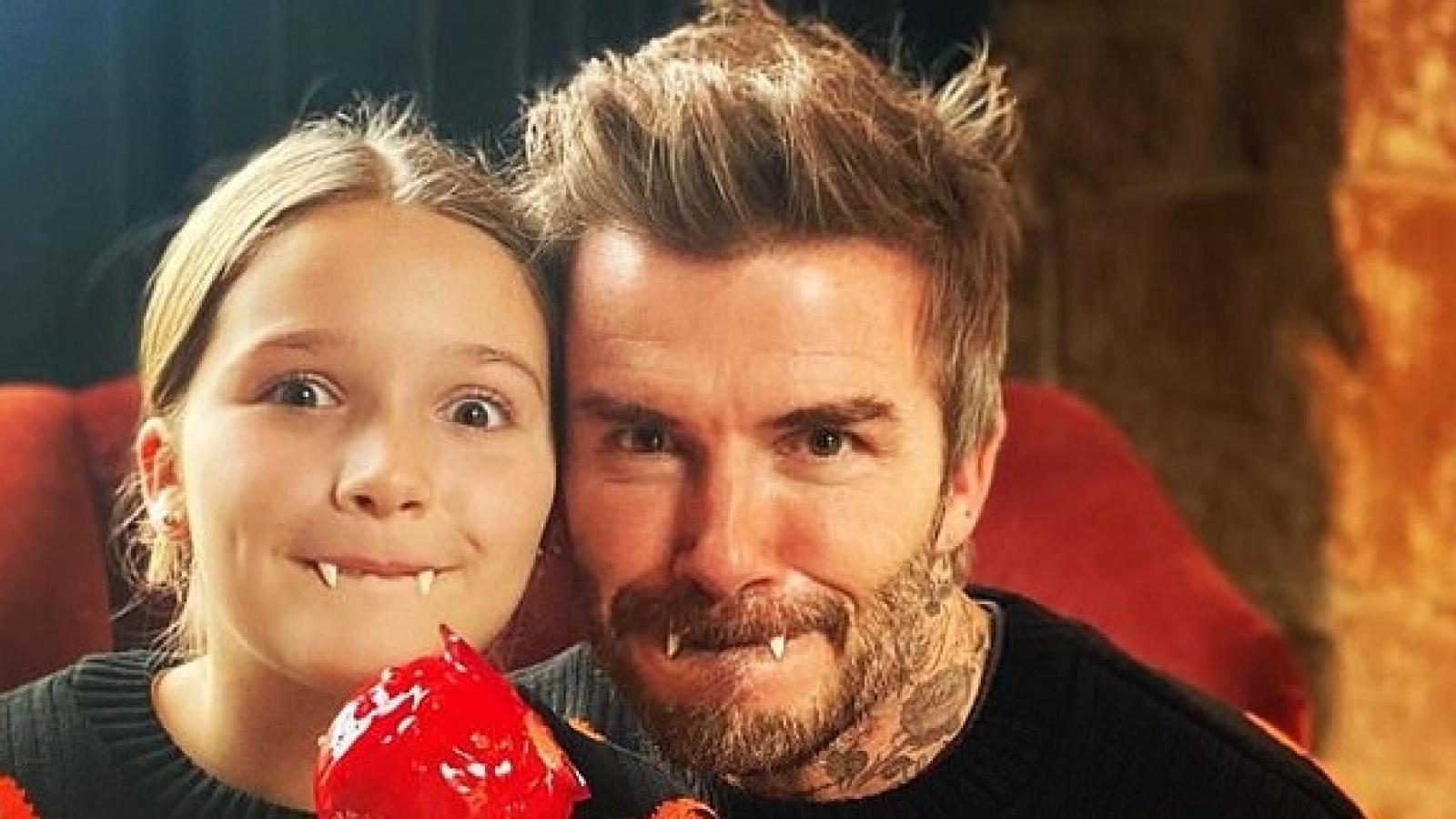 David Beckham và con gái cưng mặc áo đôi, hóa ma cà rồng trong lễ hội Halloween