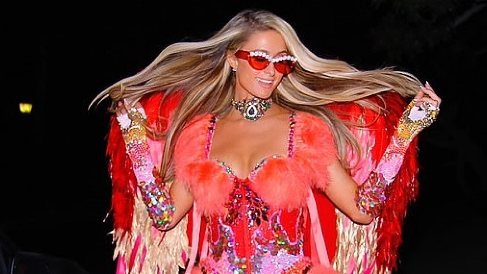 Paris Hilton đẹp kiêu sa trong lễ hội hóa trang Halloween