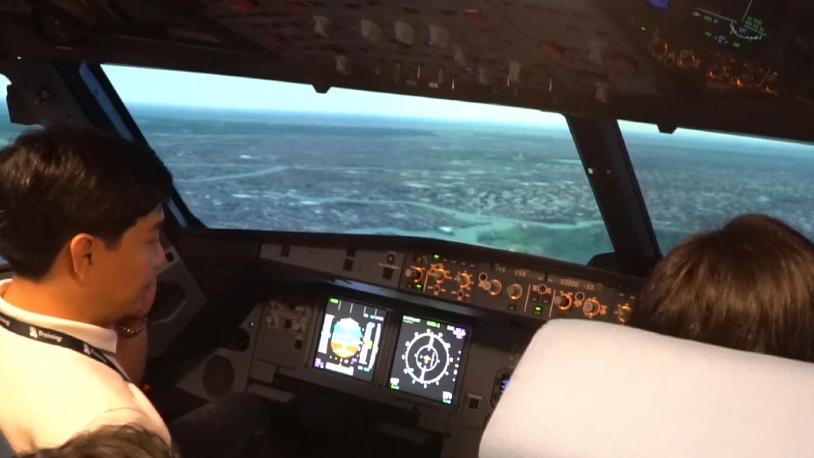 Du khách trải nghiệm làm phi công tại TP.HCM
