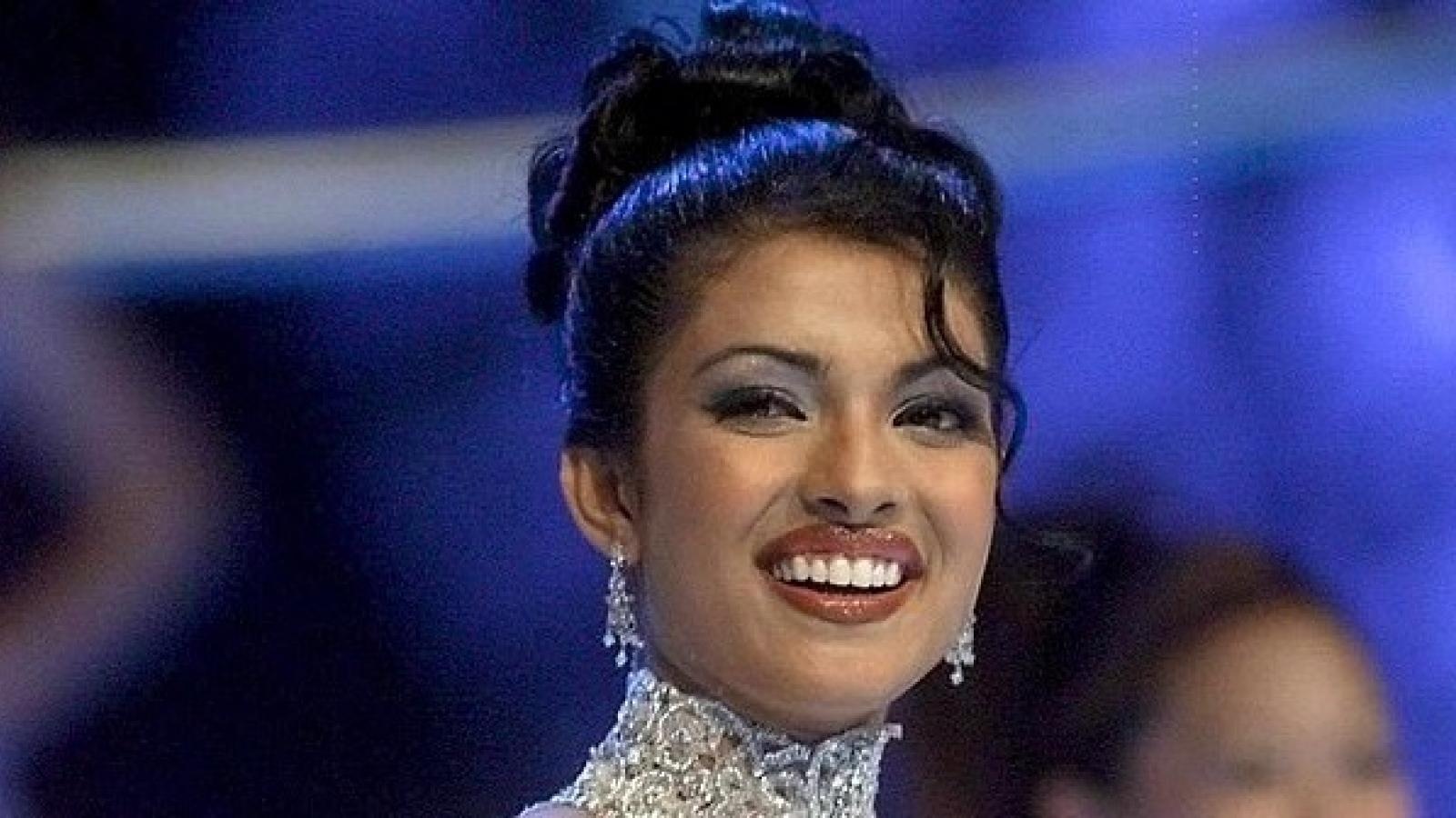 Hoa hậu Thế giới 2000 lần đầu kể về sự cố trang phục trong đêm chung kết 20 năm trước