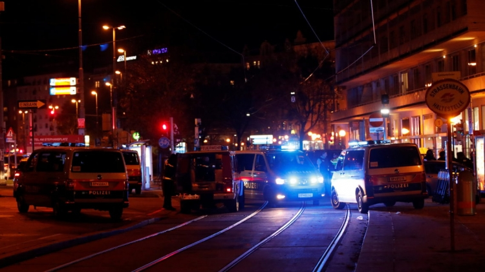 Rúng động vụ xả súng khủng bố tại thủ đô Vienna, Áo
