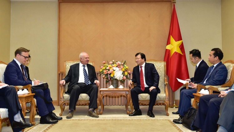 Vietnam reaffirms close cooperative ties with Russia