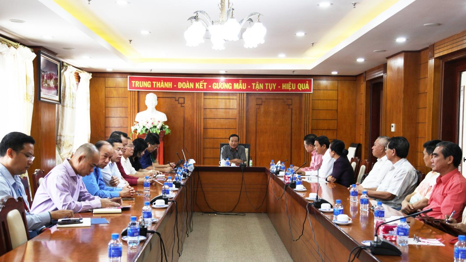 Việt kiều tại Lào góp ý Dự thảo văn kiện trình Đại hội XIII của Đảng