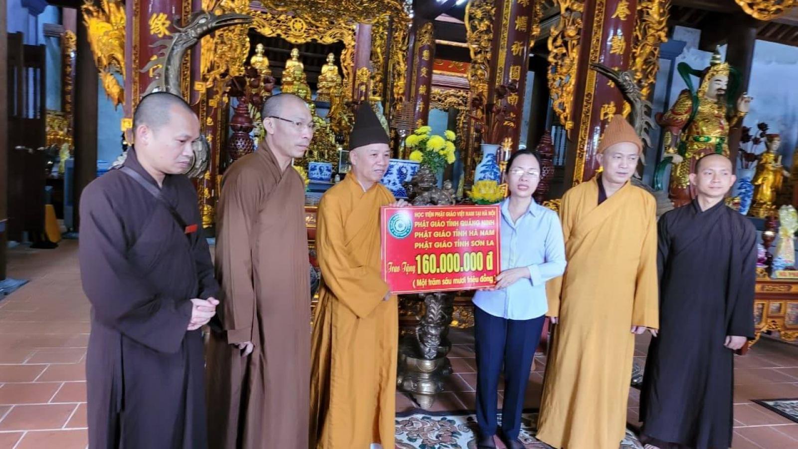 Thượng toạ Thích Thanh Quyết trao 2 tỷ đồng ủng hộ miền Trung