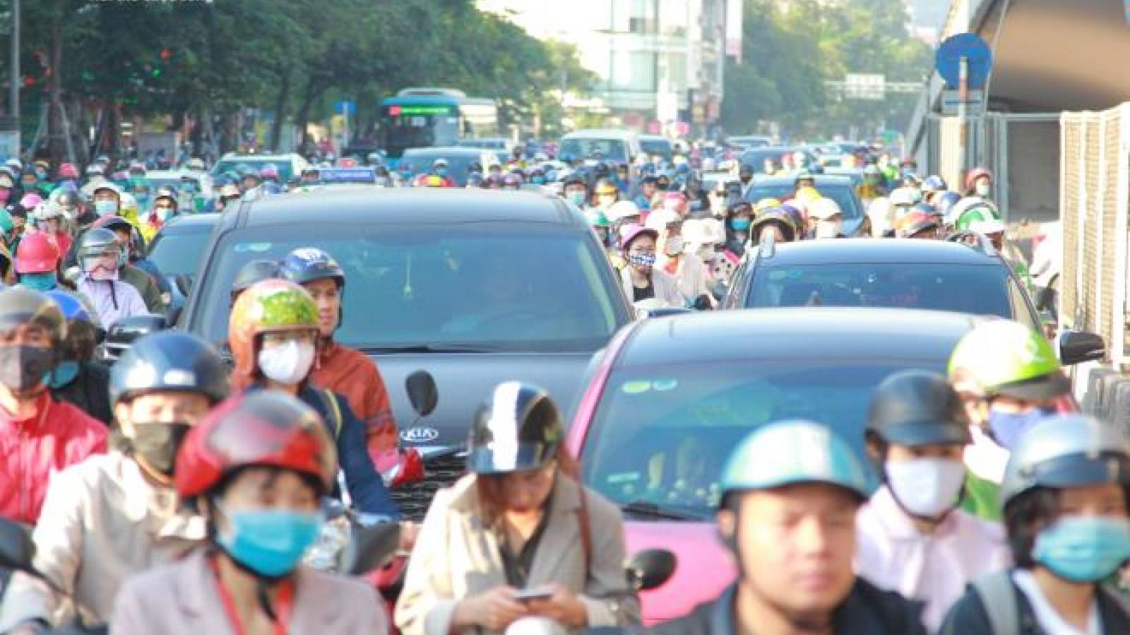 Vì sao giao thông Hà Nội cứ thông chỗ này lại tắc chỗ kia?