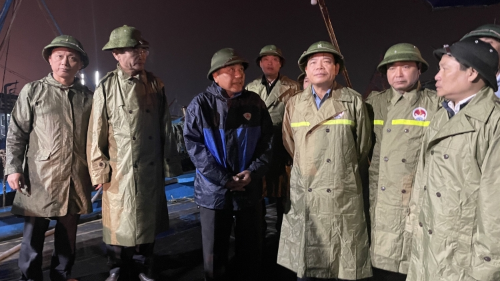 Bộ trưởng NN&PTNT kiểm tra ứng phó bão số 13 tại Quảng Bình