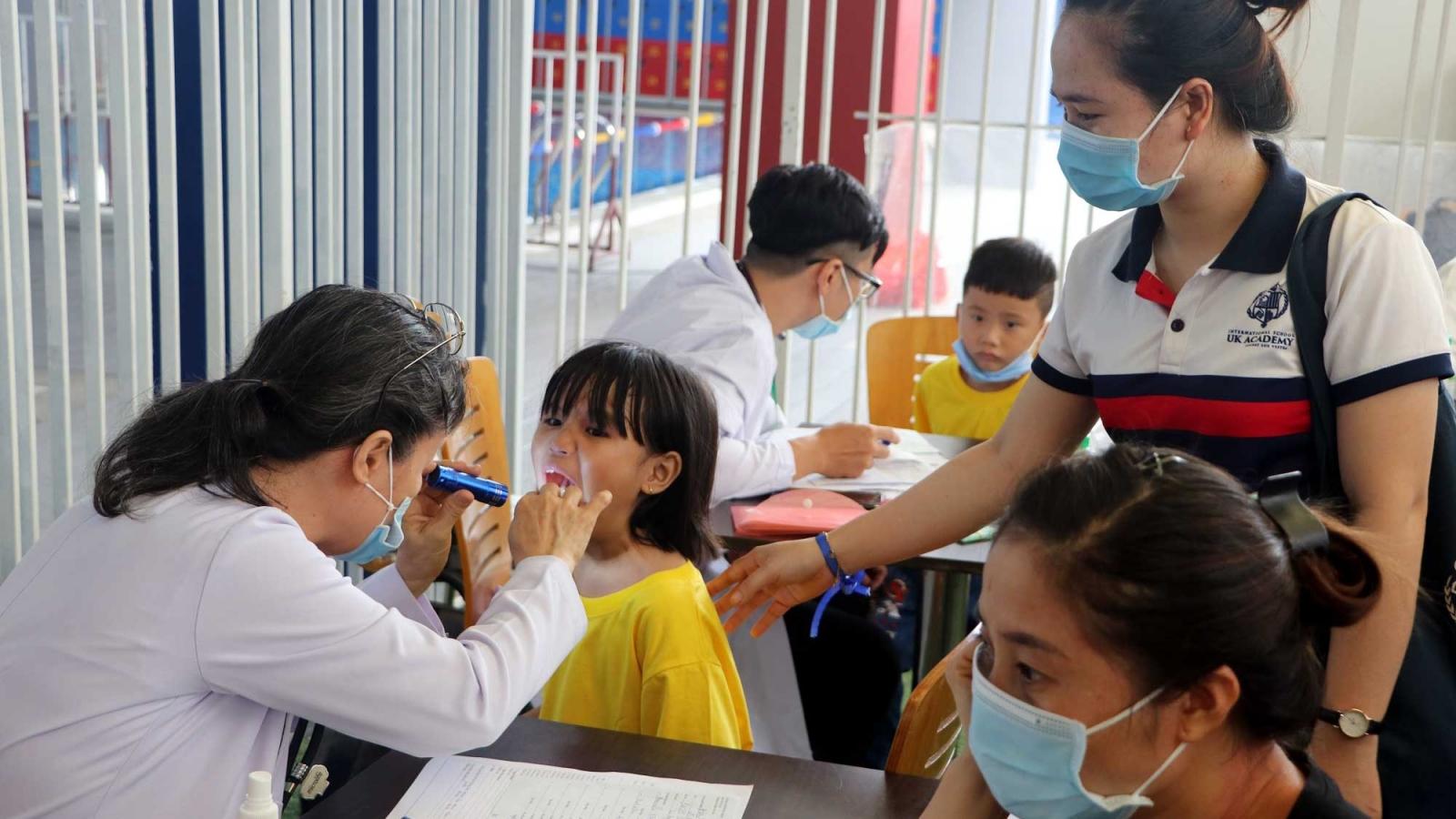 2.000 người hoàn cảnh khó khăn được khám chữa bệnh miễn phí