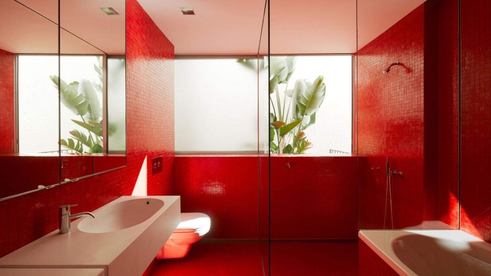 Những ý tưởng tuyệt vời thiết kế nhà tắm mang tông màu đỏ