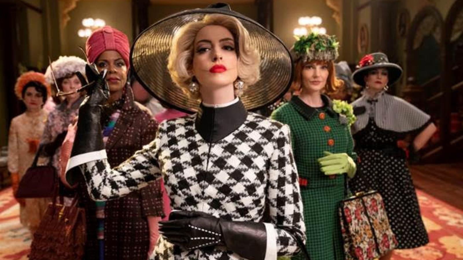 """Ngất ngây với thời trang của """"phù thủy"""" Anne Hathaway trong loạt phim đình đám"""