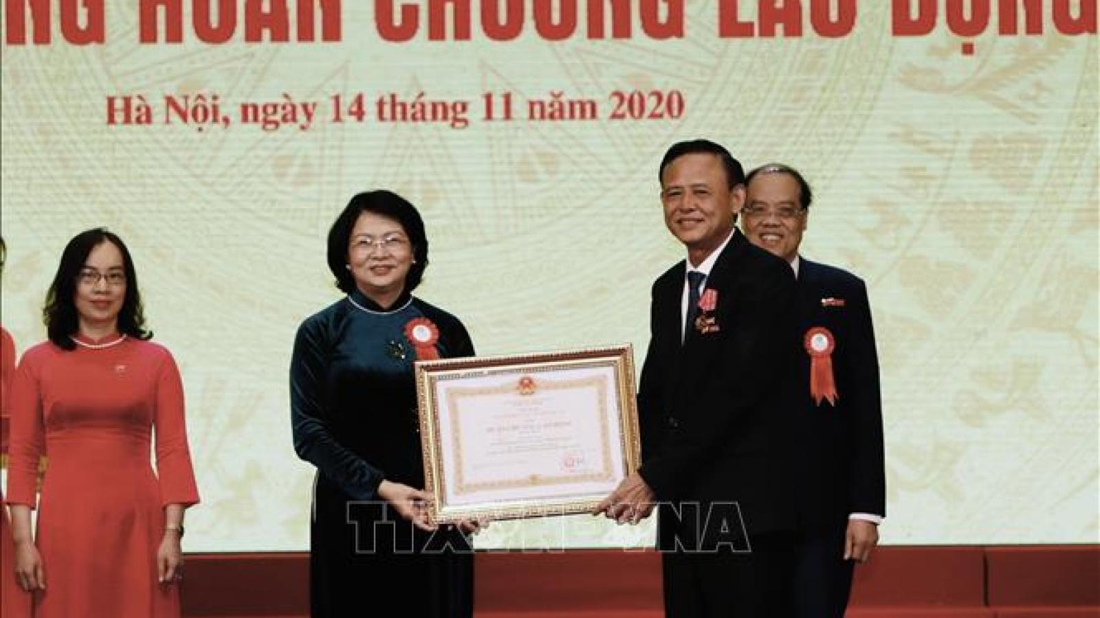Phó Chủ tịch nước biểu dương phong trào thi đua yêu nước của ngành Nông nghiệp