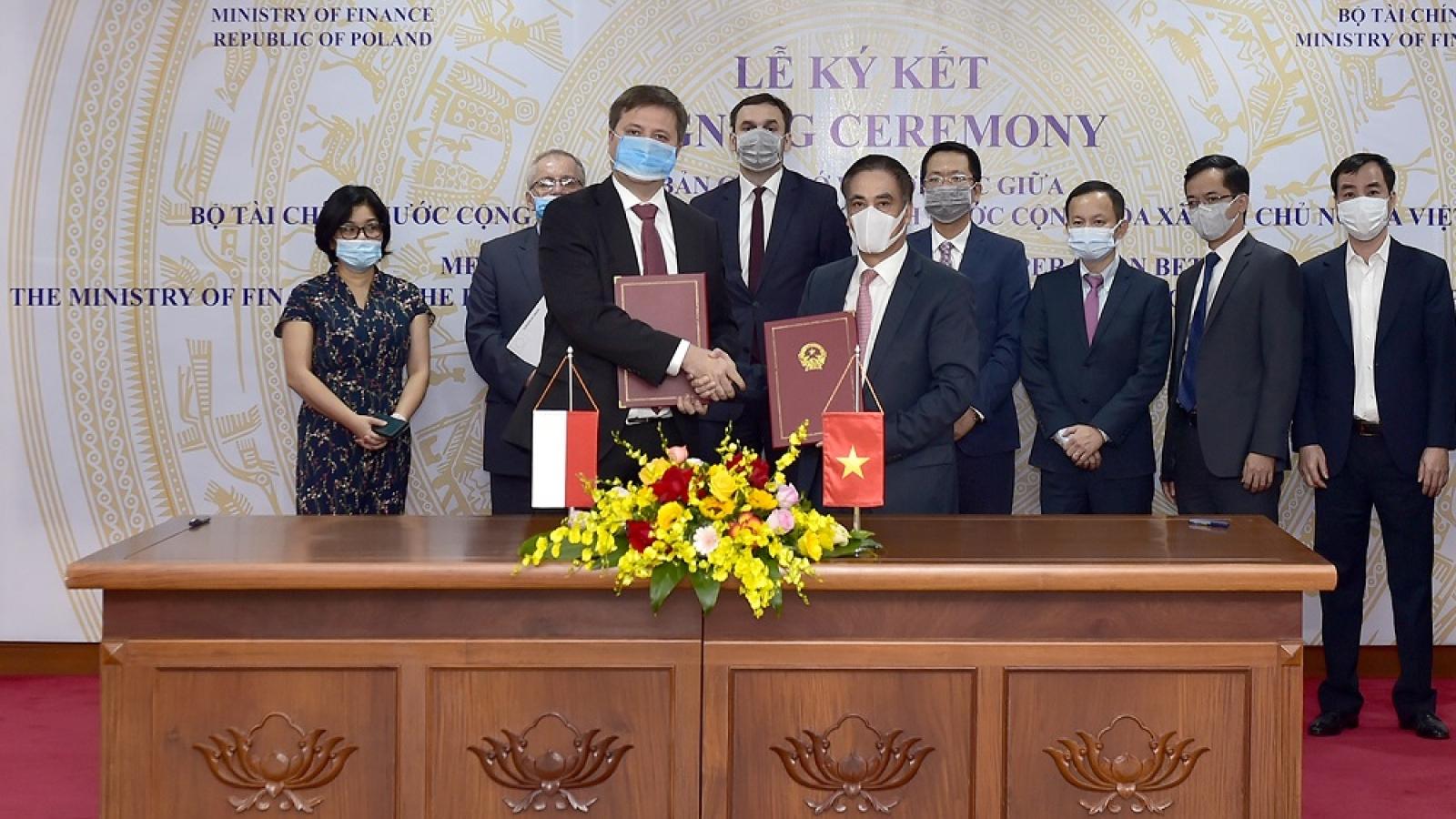 Việt Nam, Ba Lan tăng cường hợp tác trong quản lý thuế và tài chính công