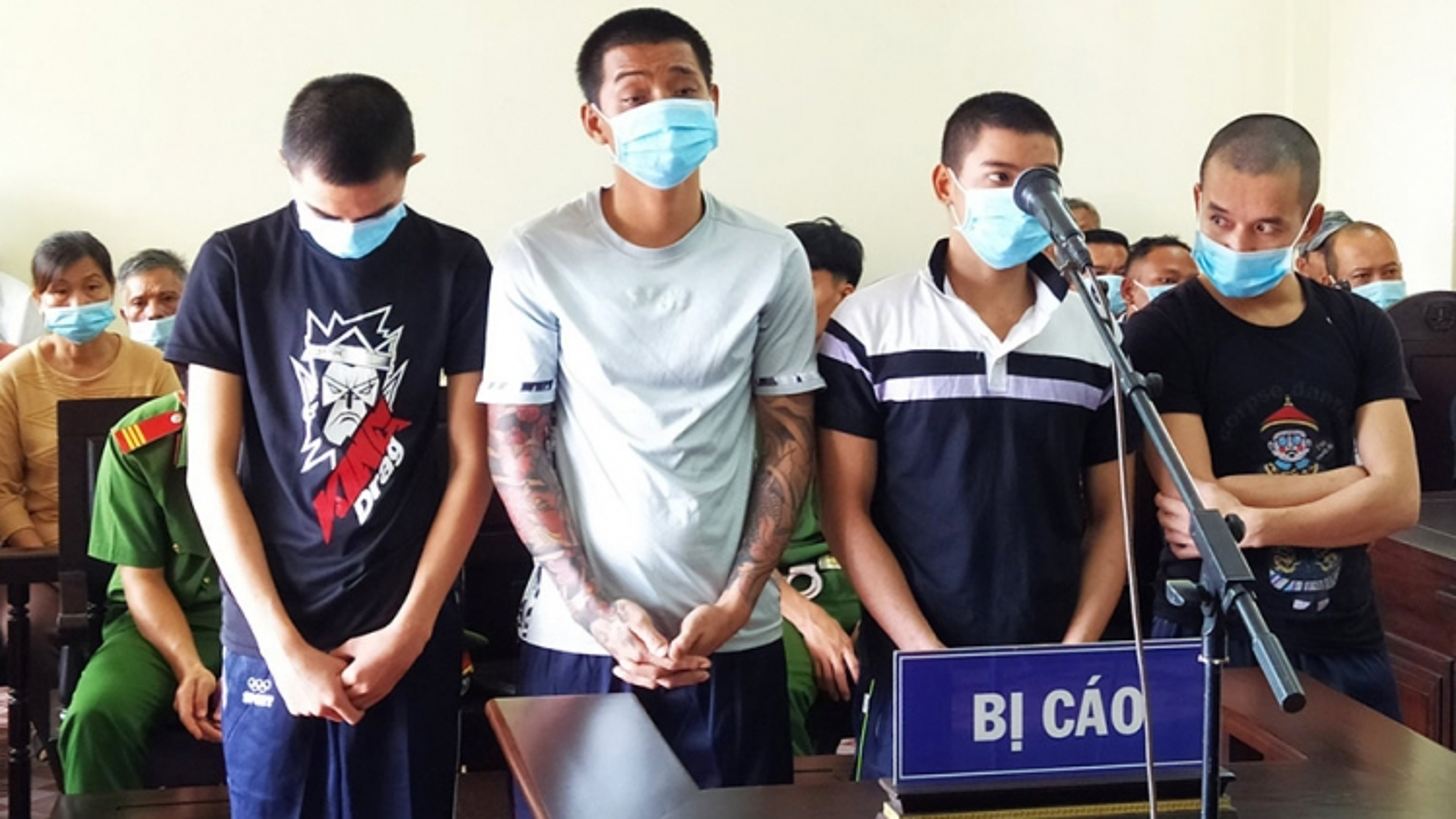 4 bị cáo đưa người trái phép sang biên giới nhận án 17 năm tù