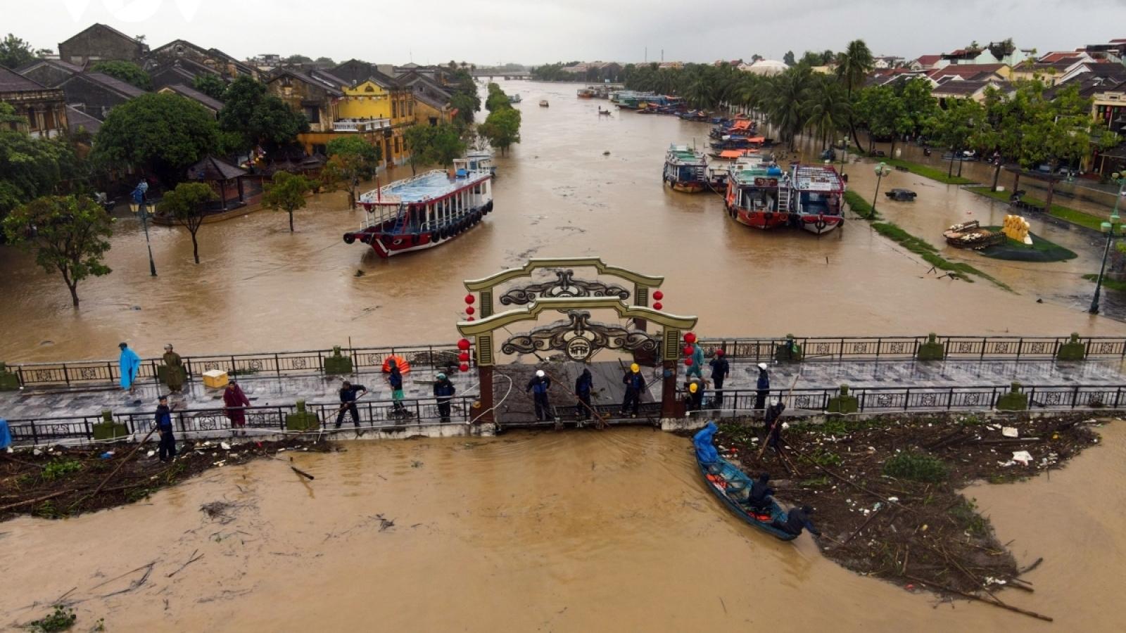 Cộng đồng Việt Nam ở nước ngoài quyên góp gần 30 tỷ đồng ủng hộ miền Trung
