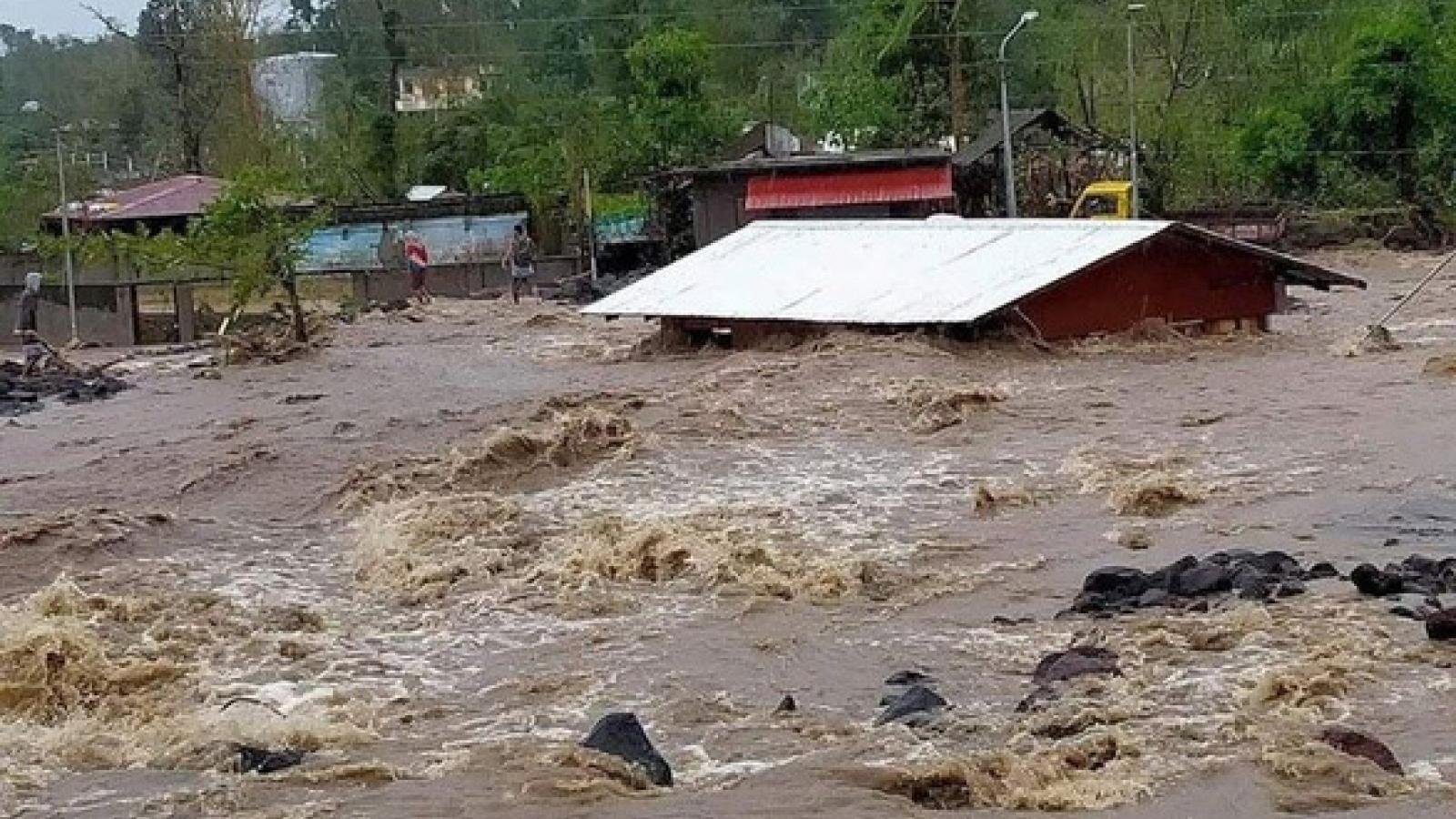 Bão Goni đổ bộ vào Philippines làm ít nhất 10 người thiệt mạng