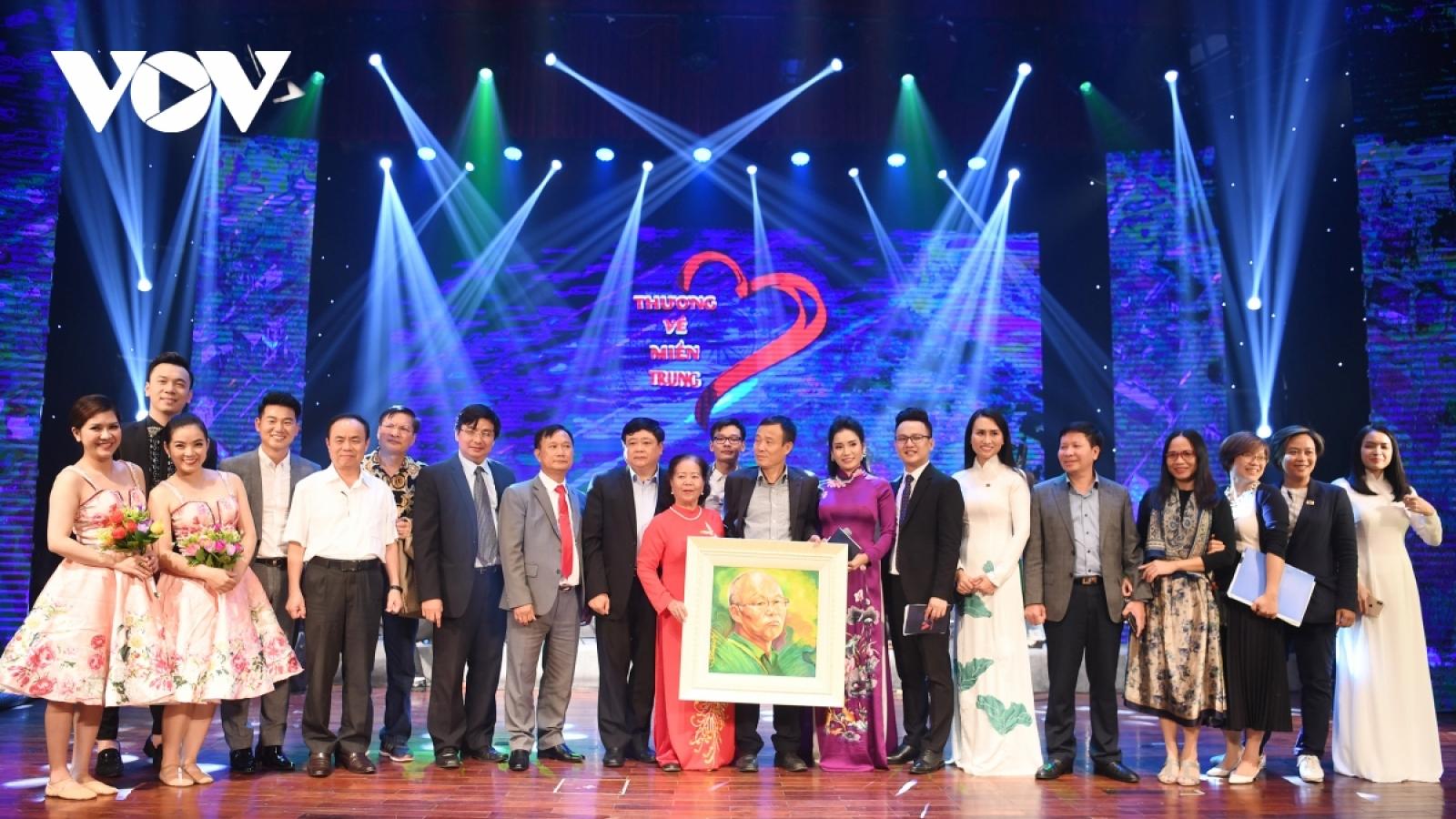VOV mong tiếp tục cùng các doanh nghiệp, nhà hảo tâm trợ giúp đồng bào miền Trung