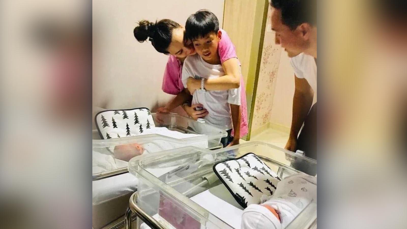 Chuyện showbiz: Hé lộ hình ảnh đầu tiên của gia đình Hà Hồ - Kim Lý
