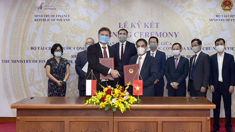 Vietnam, Poland sign MoU on finance cooperation