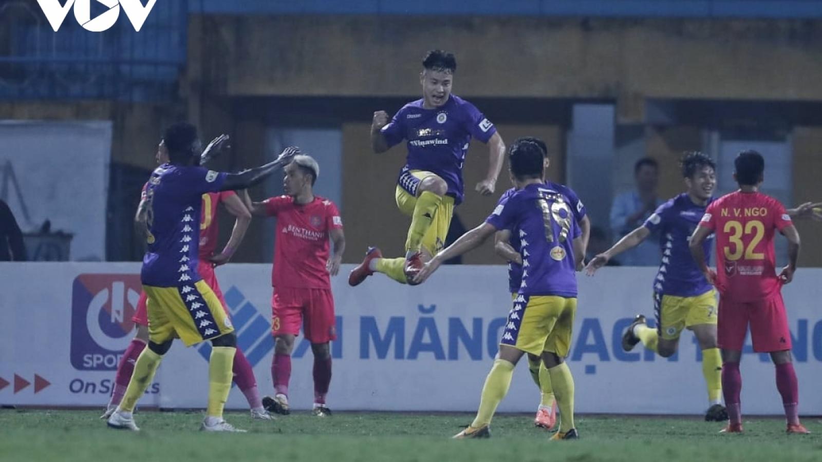 VIDEO: Hậu vệ U22 Việt Nam ghi bàn thắng thứ 600 của Hà Nội FC ở V-League
