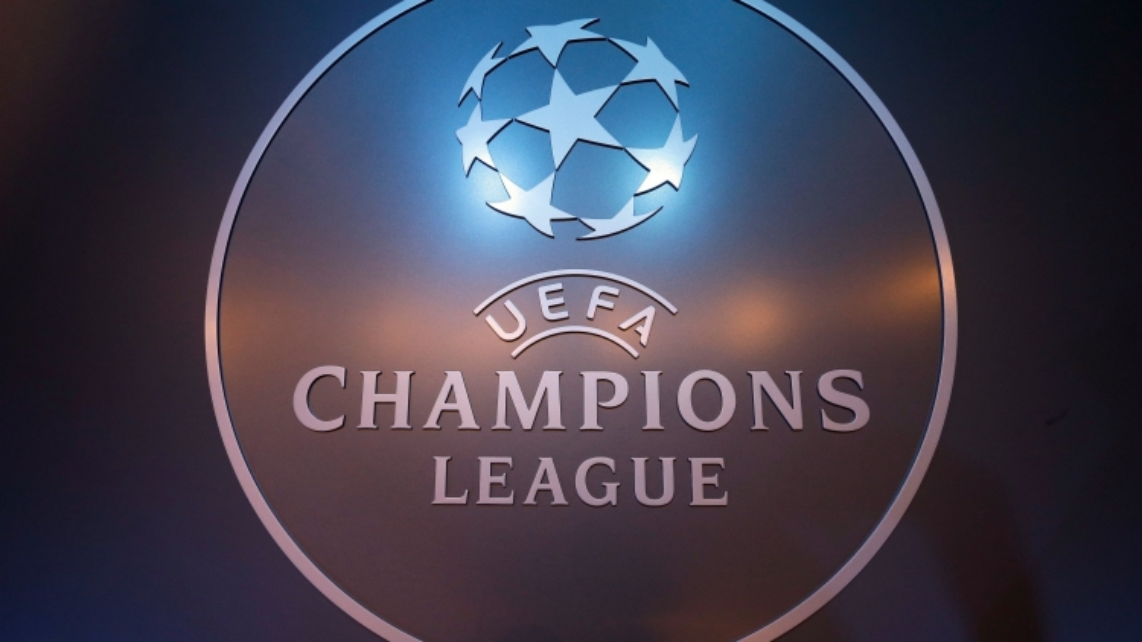 """ĐHTB lượt 3 vòng bảng Champions League: Vinh danh thủ môn làm """"chùn chân"""" Messi"""