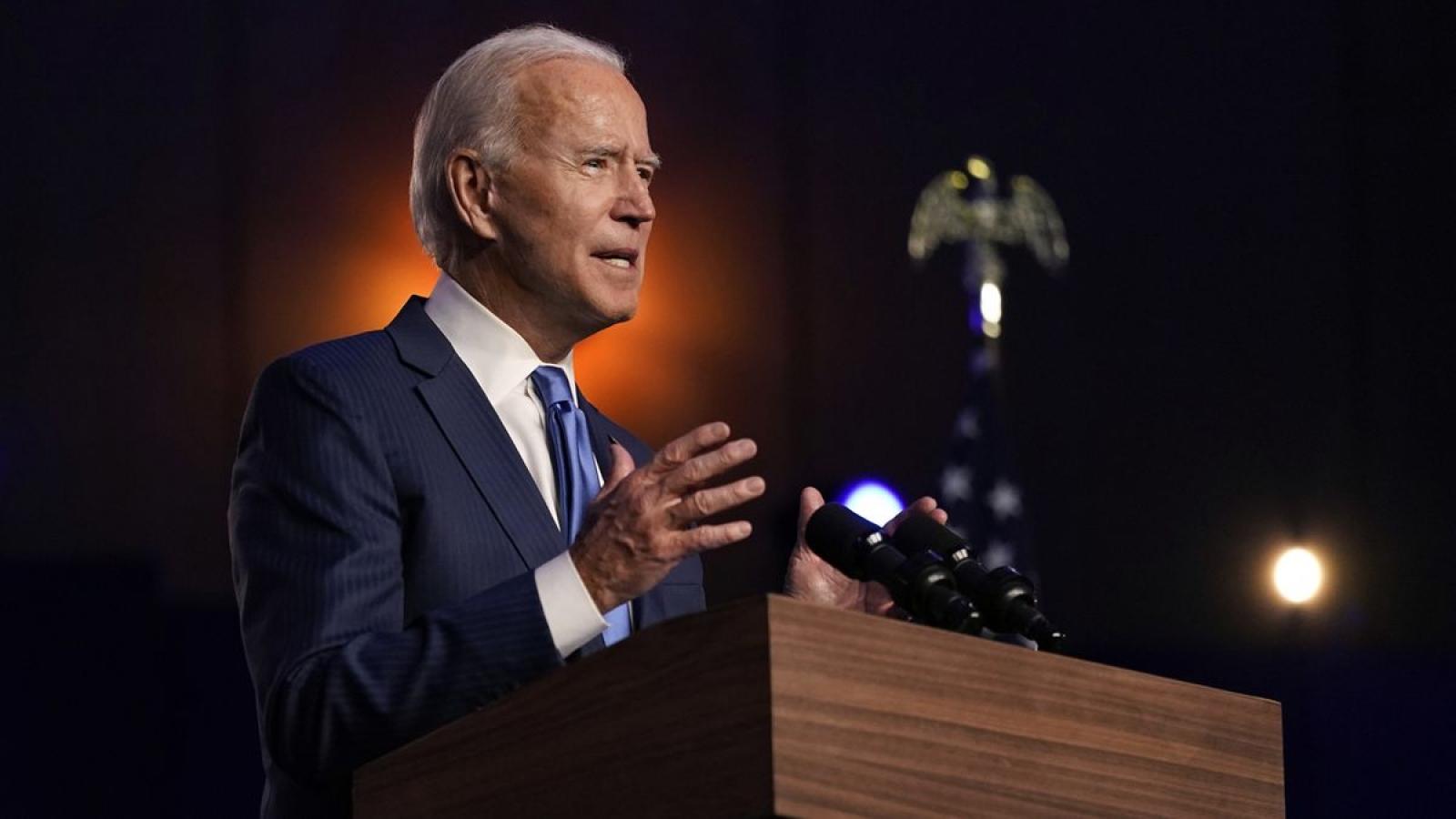 Sự chia rẽ nội bộ đảng Dân chủ: Phép thử sớm đối với Joe Biden