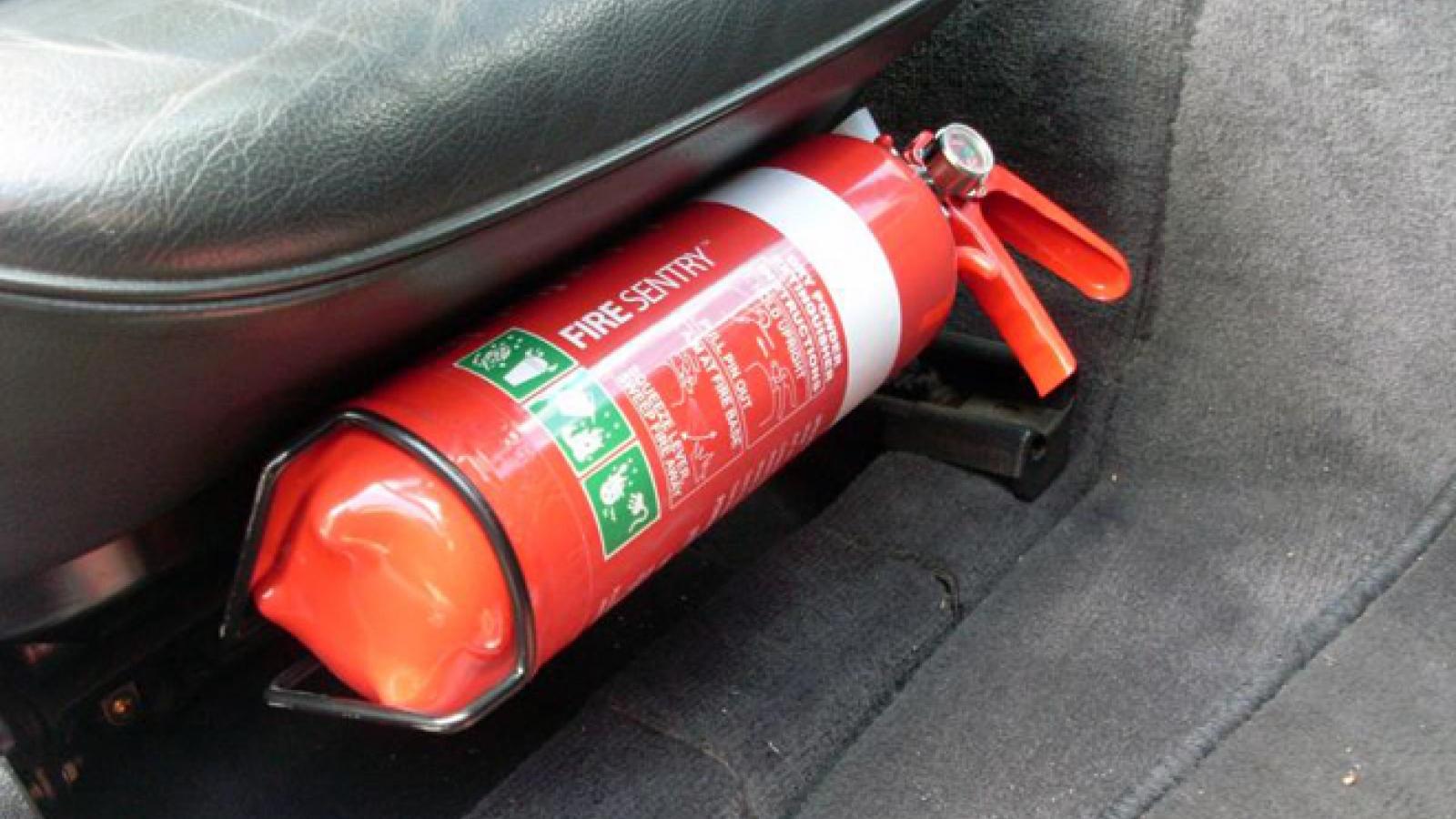 Bỏ quy định ô tô dưới 9 chỗ phải lắp bình cứu hỏa