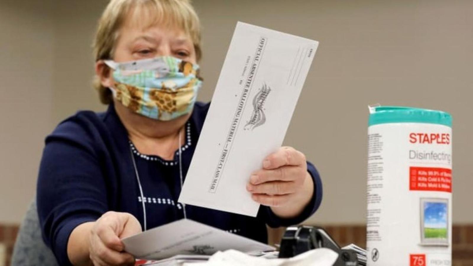 Điều gì khiến các bang Pennsylvania, Michigan và Wisconsin chậm công bố kết quả bầu cử?