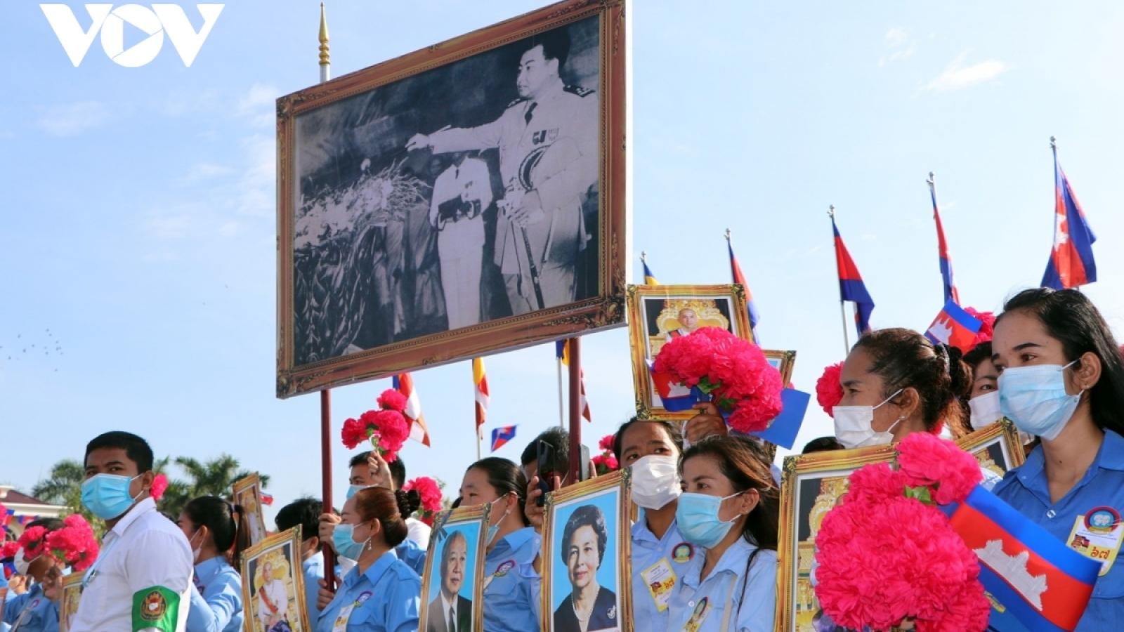 Lãnh đạo Việt Nam chúc mừng kỷ niệm 67 năm quốc khánh Campuchia