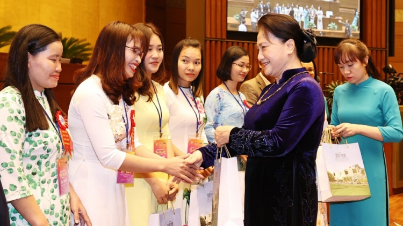 Chủ tịch Quốc hội gặp mặt các nhà giáo và cán bộ quản lý giáo dục