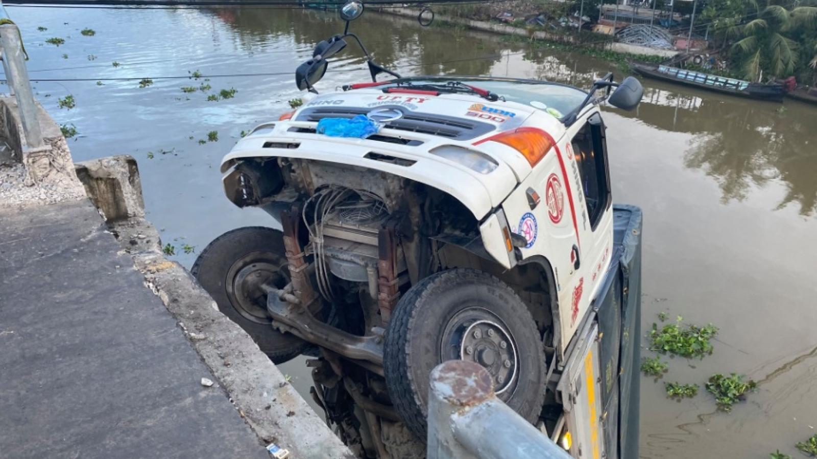 Tạm giữ tài xế lái xe tải làm sập cầu ở Tiền Giang