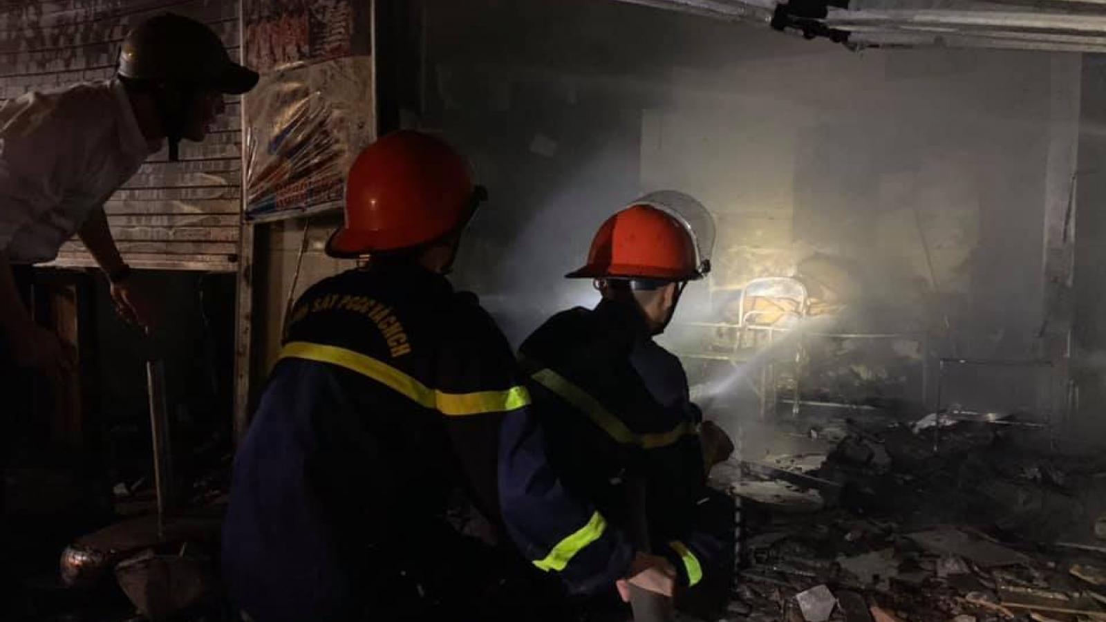 Lửa bùng cháy tại chợ đầu mối ở TP Vinh, Nghệ An