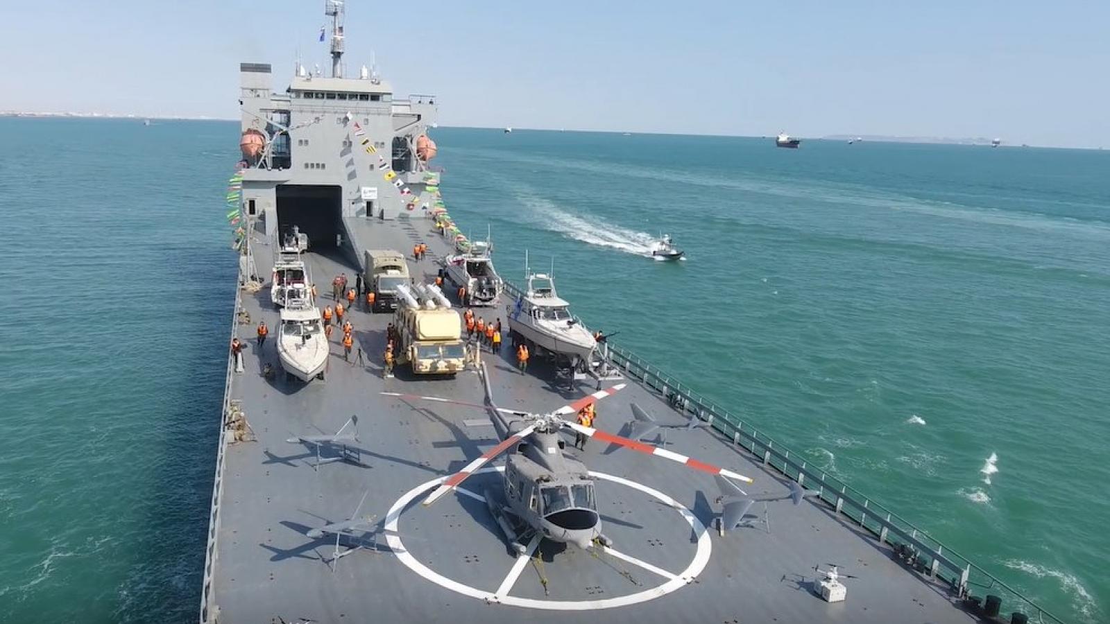 Iran ra mắt chiến hạm vượt đại dương được trang bị tên lửa hiện đại