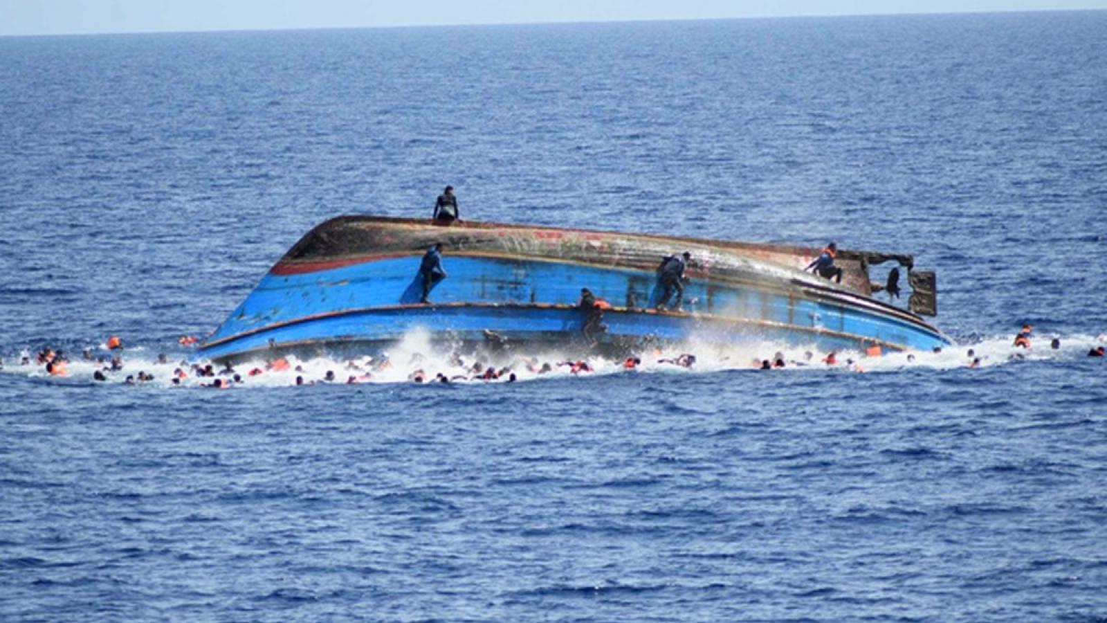Đắm tàu ngoài khơi bờ biển Libya: Ít nhất 74 người thiệt mạng
