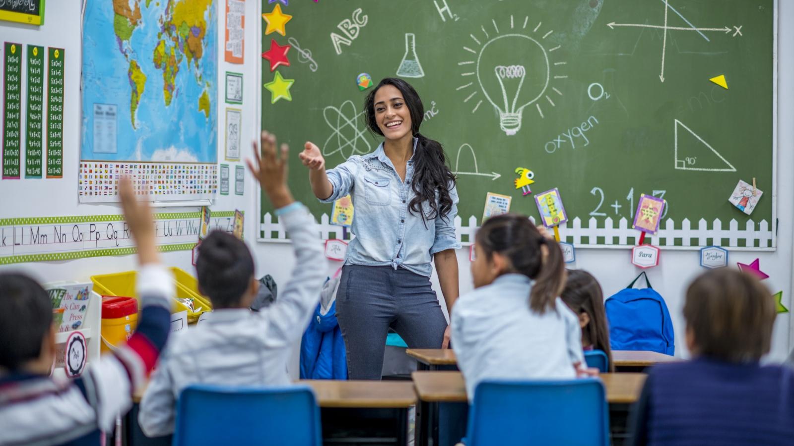Gợi ý các món quà dành cho thầy cô nhân ngày Nhà giáo Việt Nam