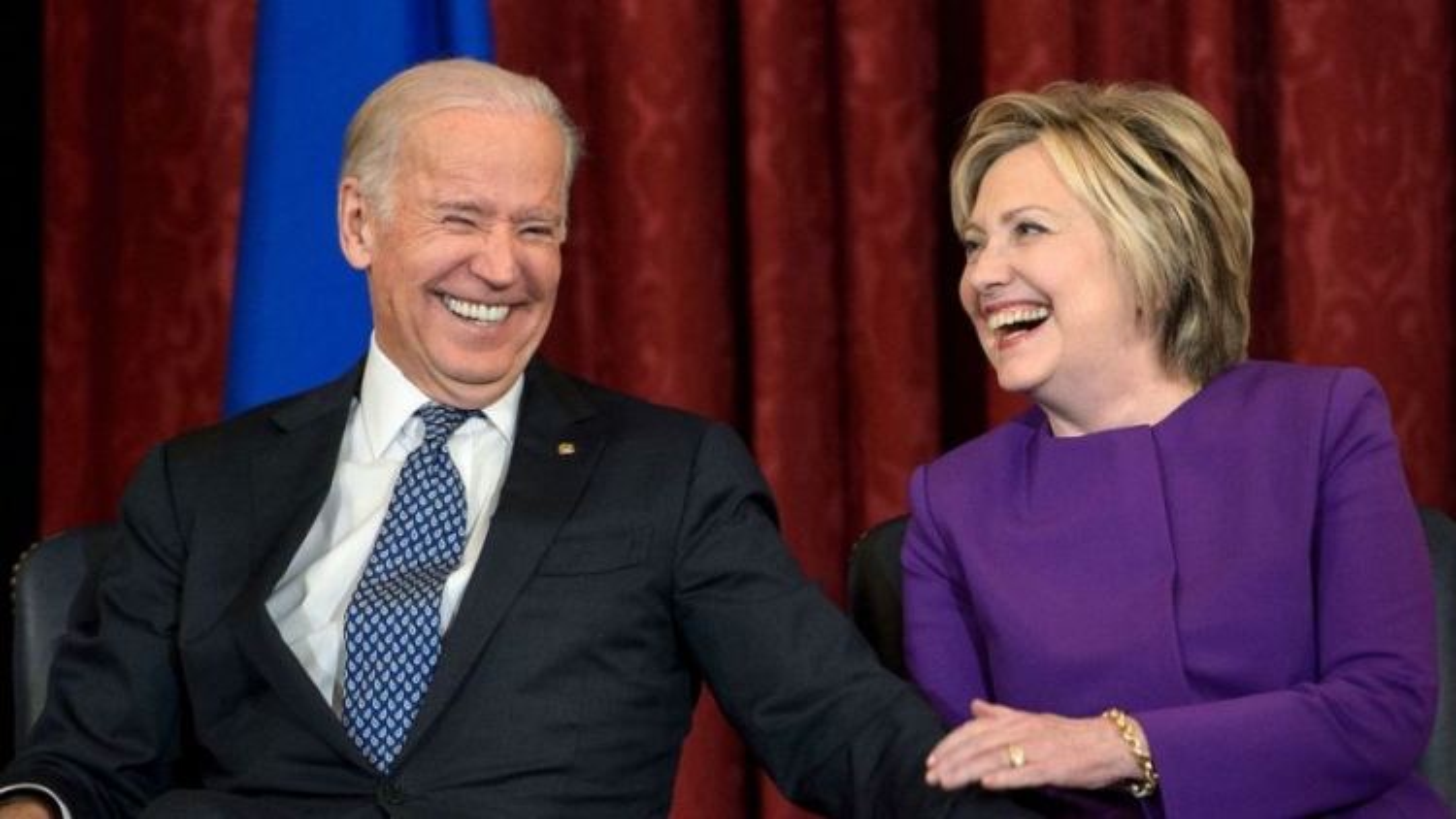 """Bà Clinton mô tả chiến thắng của ông Biden """"là trang mới của nước Mỹ"""""""
