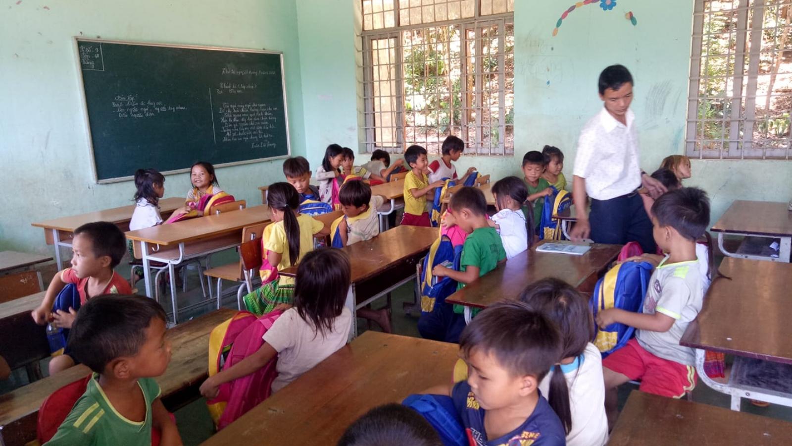 Giáo viên vùng sâu Đăk Lăk nỗ lực vượt khó đem chữ đến học trò nghèo.