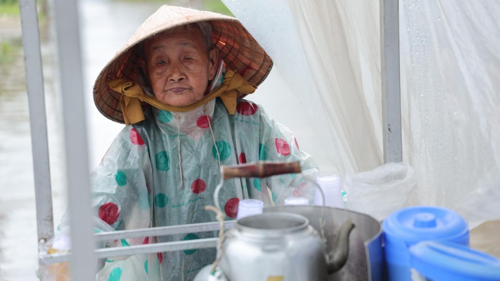 Gánh tàu hũ 30 năm nức tiếng Cà Mau của cụ bà 81 tuổi nuôi 3 cháu