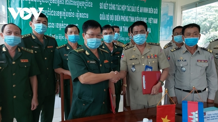 Vietnam joins with Cambodia in border fight against COVID-19