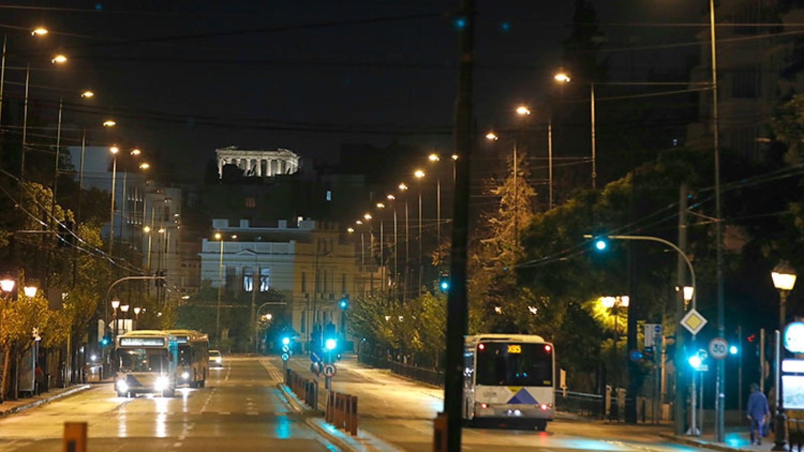 Hy Lạp đóngcửa trường học, thắt chặt các hạn chế do dịch Covid-19 bùng phát