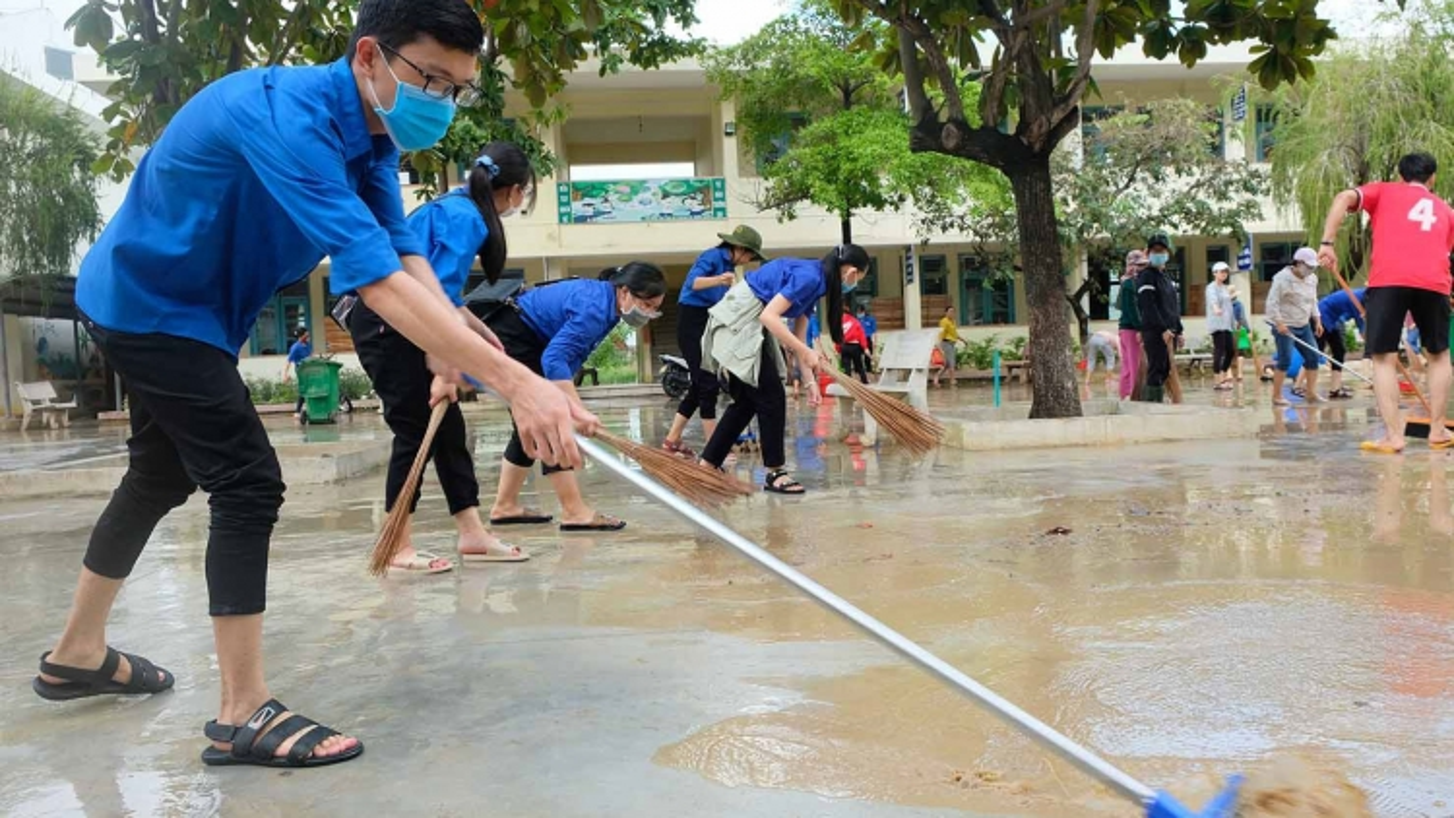 1.200 đoàn viên, thanh niên Bình Địnhgiúp dân khắc phục hậu quả sau khi bão tan