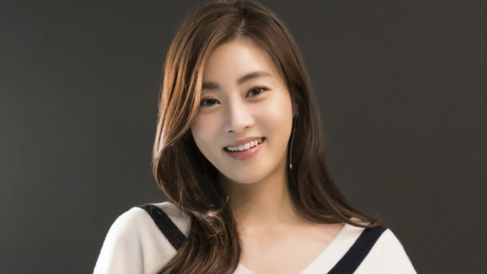 """""""Tình cũ"""" Hyun Bin - Kang Sora mang thai con đầu lòng"""