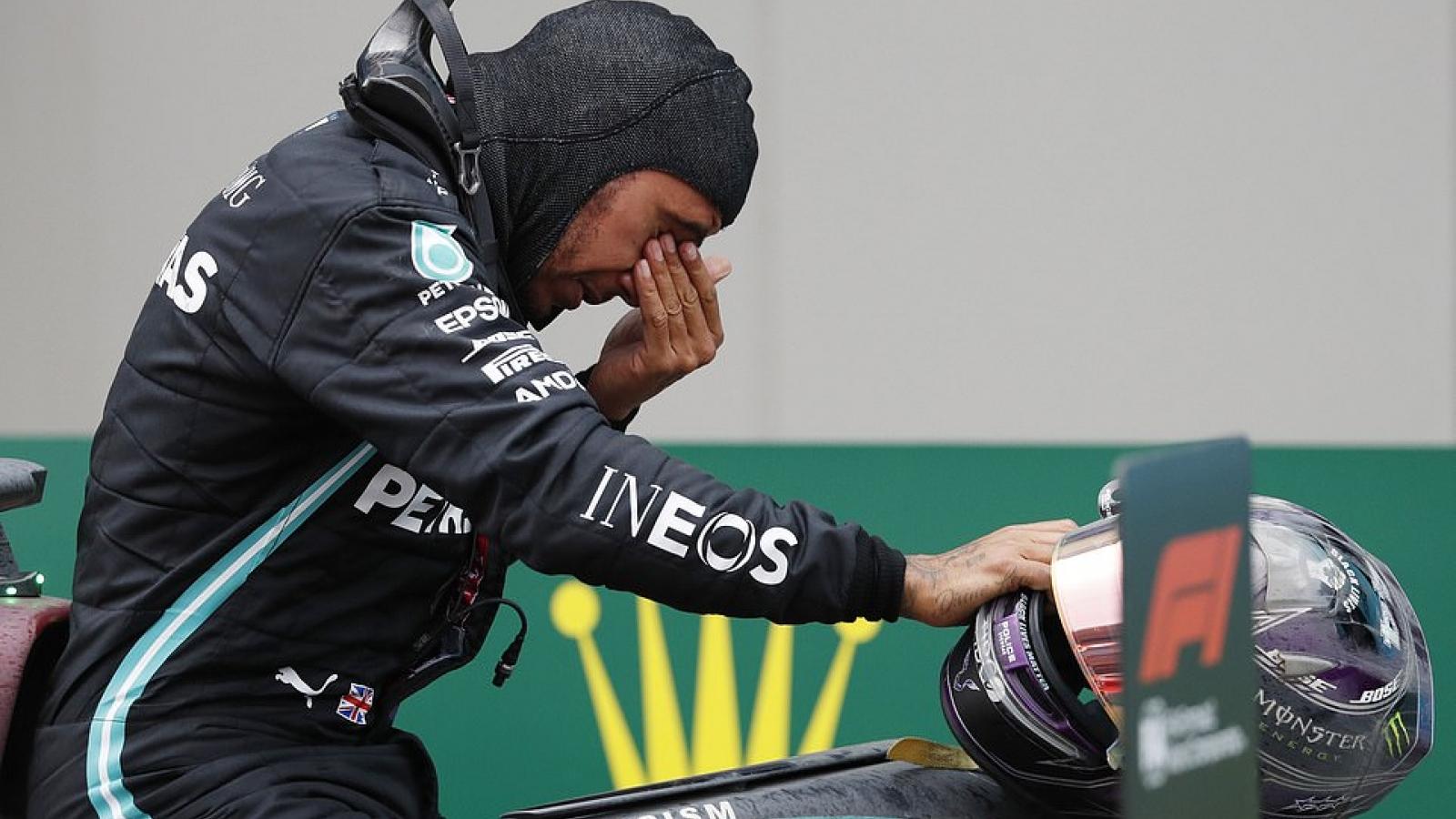 Hamilton bật khóc nức nở khi cân bằng kỷ lục vô địch F1 của Schumacher