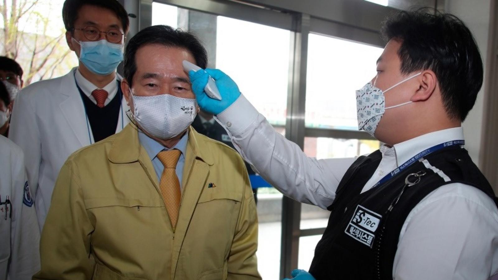 Covid-19: Nhật Bản chưa tuyên bố tình trạng khẩn cấp, Hàn Quốc kêu gọi không tụ tập