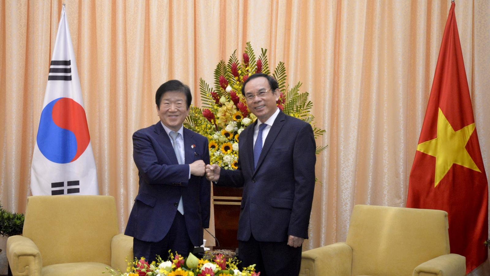 Bí thư Thành uỷ TPHCM Nguyễn Văn Nên tiếp Chủ tịch Quốc hội Hàn Quốc
