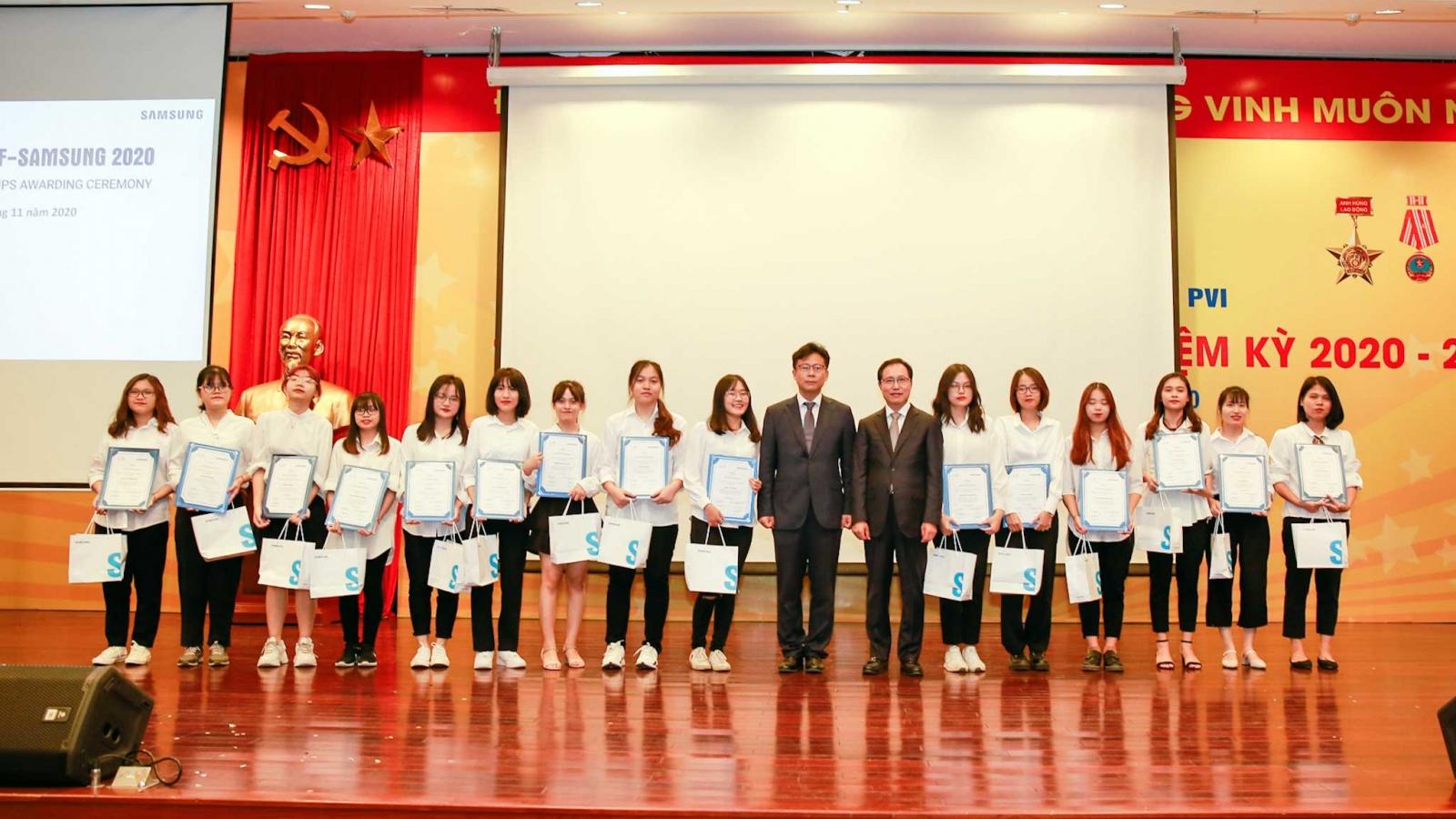 Trao học bổng Samsung-KF cho sinh viên chuyên ngành tiếng Hàn