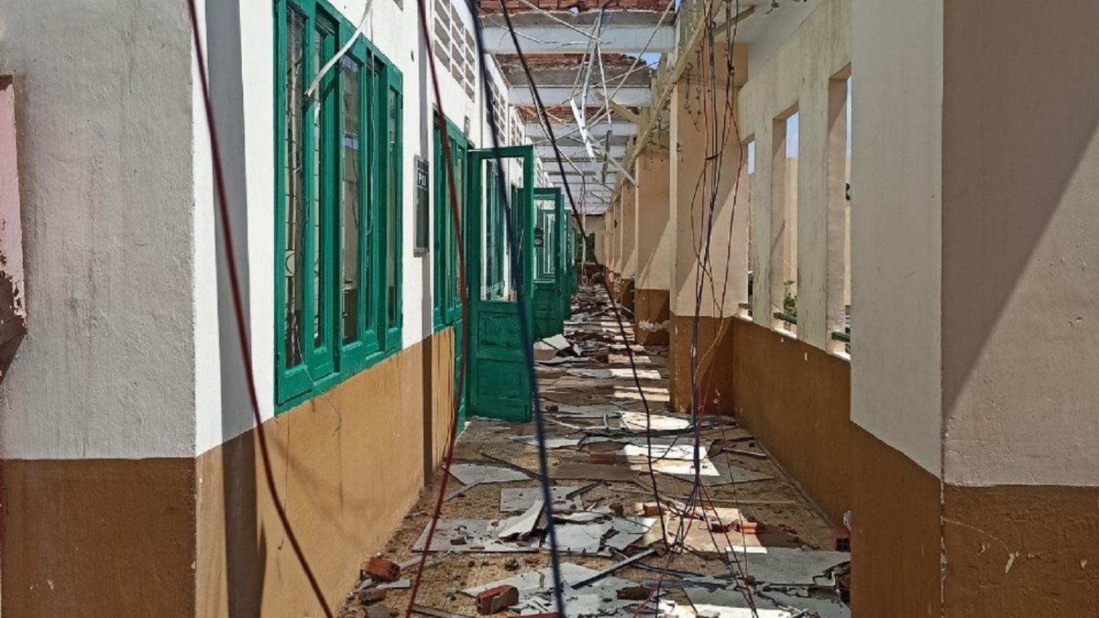 TPHCM bố trí điểm học tạm cho học sinh trường bị tốc mái do lốc xoáy