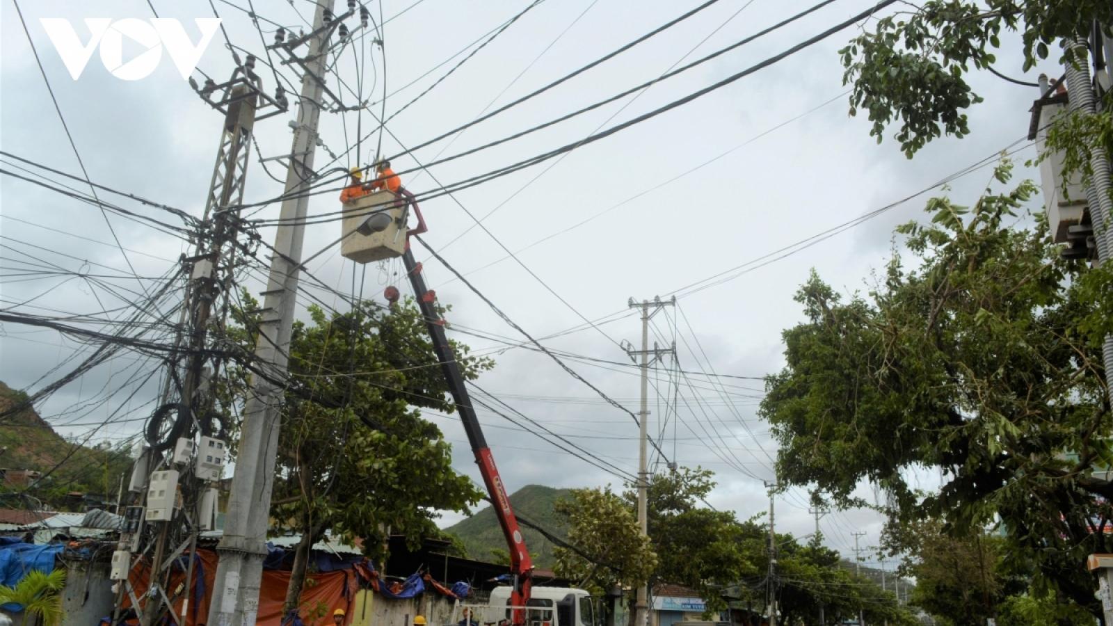 250 xã thuộc các tỉnh miền Trung, Tây Nguyên vẫn bị mất điện sau bão số 9