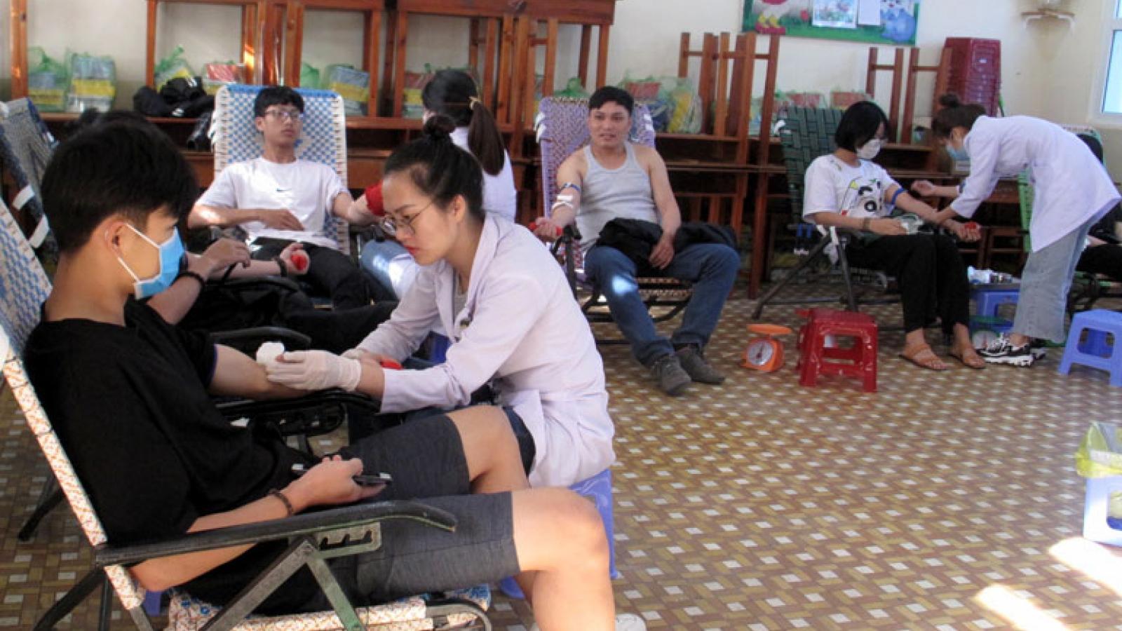 Gần 200 người tham gia hiến máu tình nguyện ở Lâm Đồng
